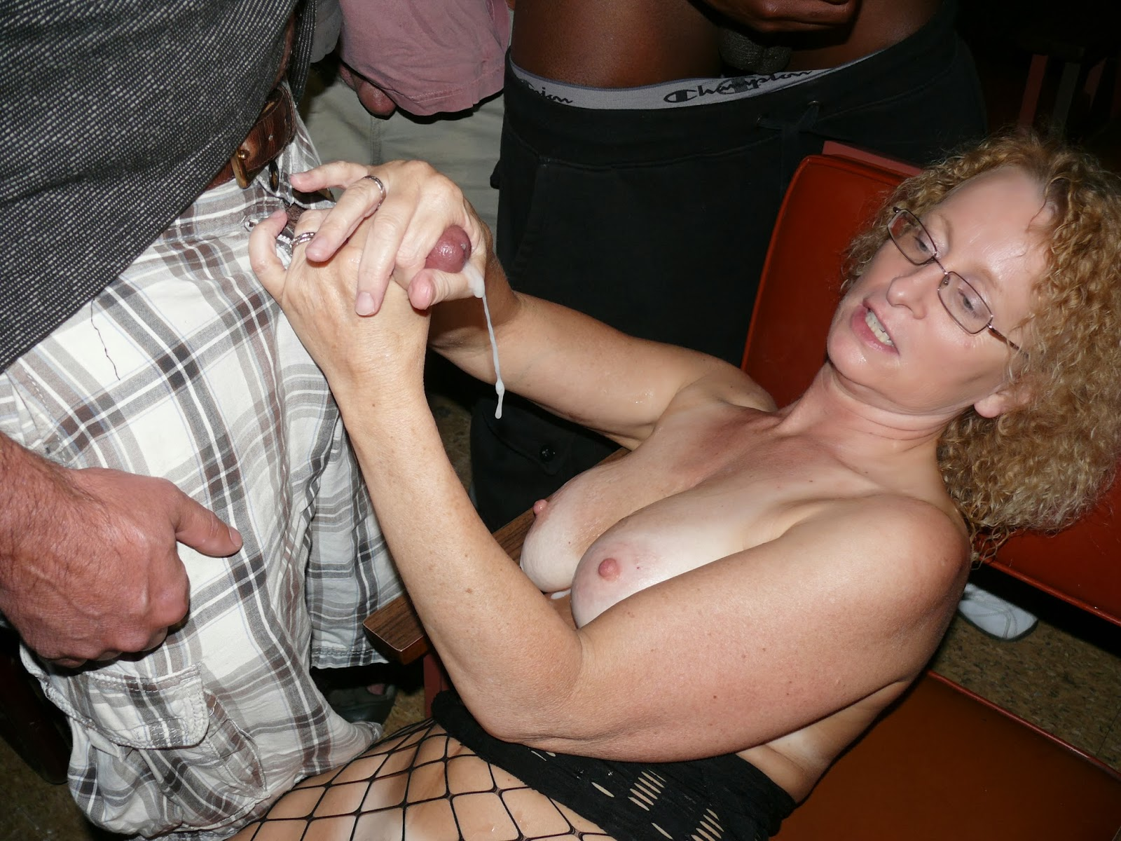 Amateur Cinema Adult Porn Movies sex in an adult theater - megapornx