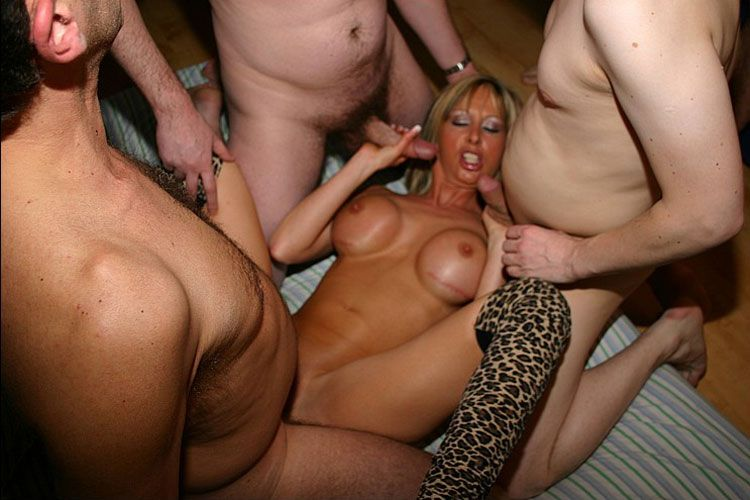 amateur milf with fake tits porn pics