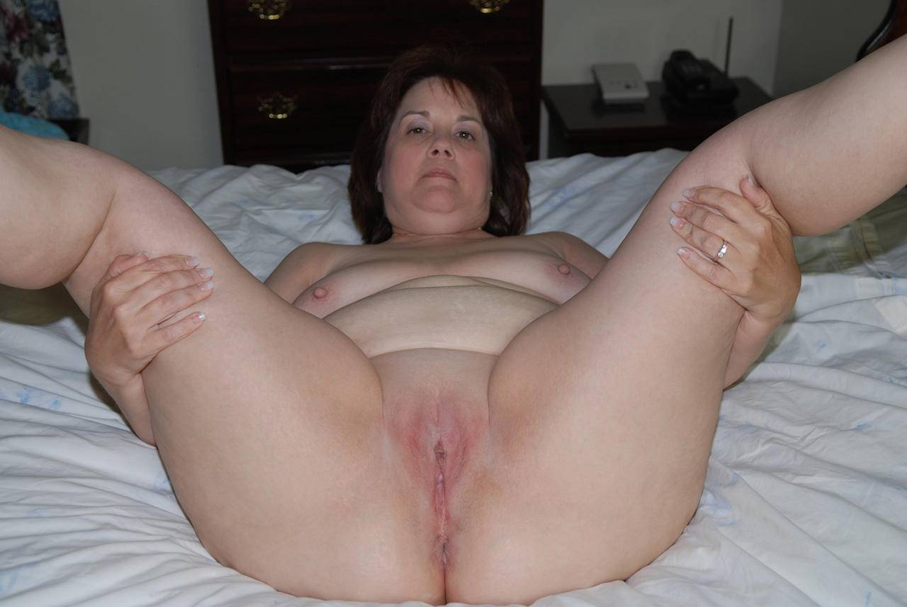 amatuer pussy spread pussy pics mostly amateur
