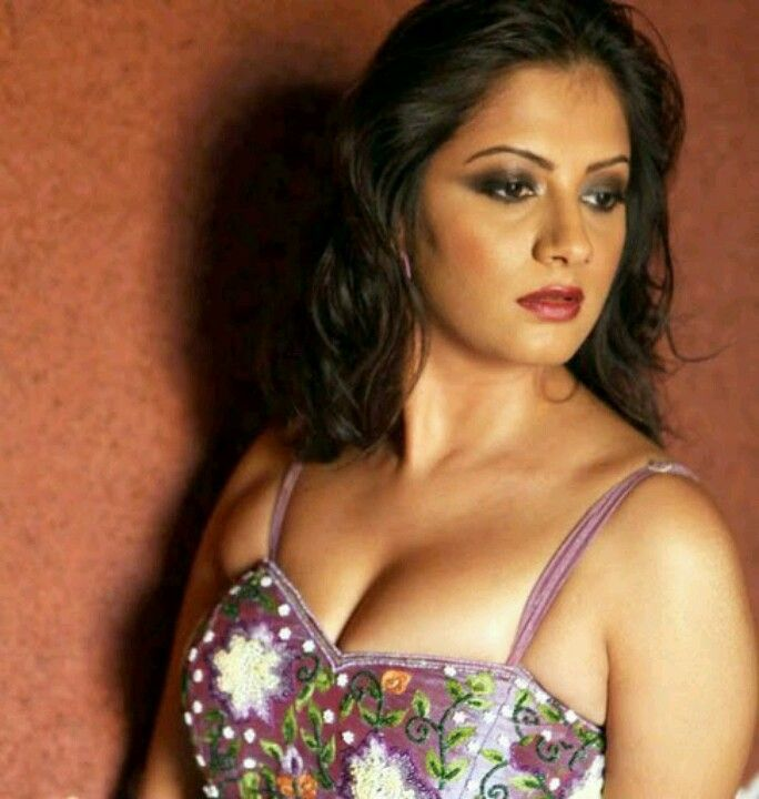 cleavage of kollywood actress sindhu thoolani unseen picture