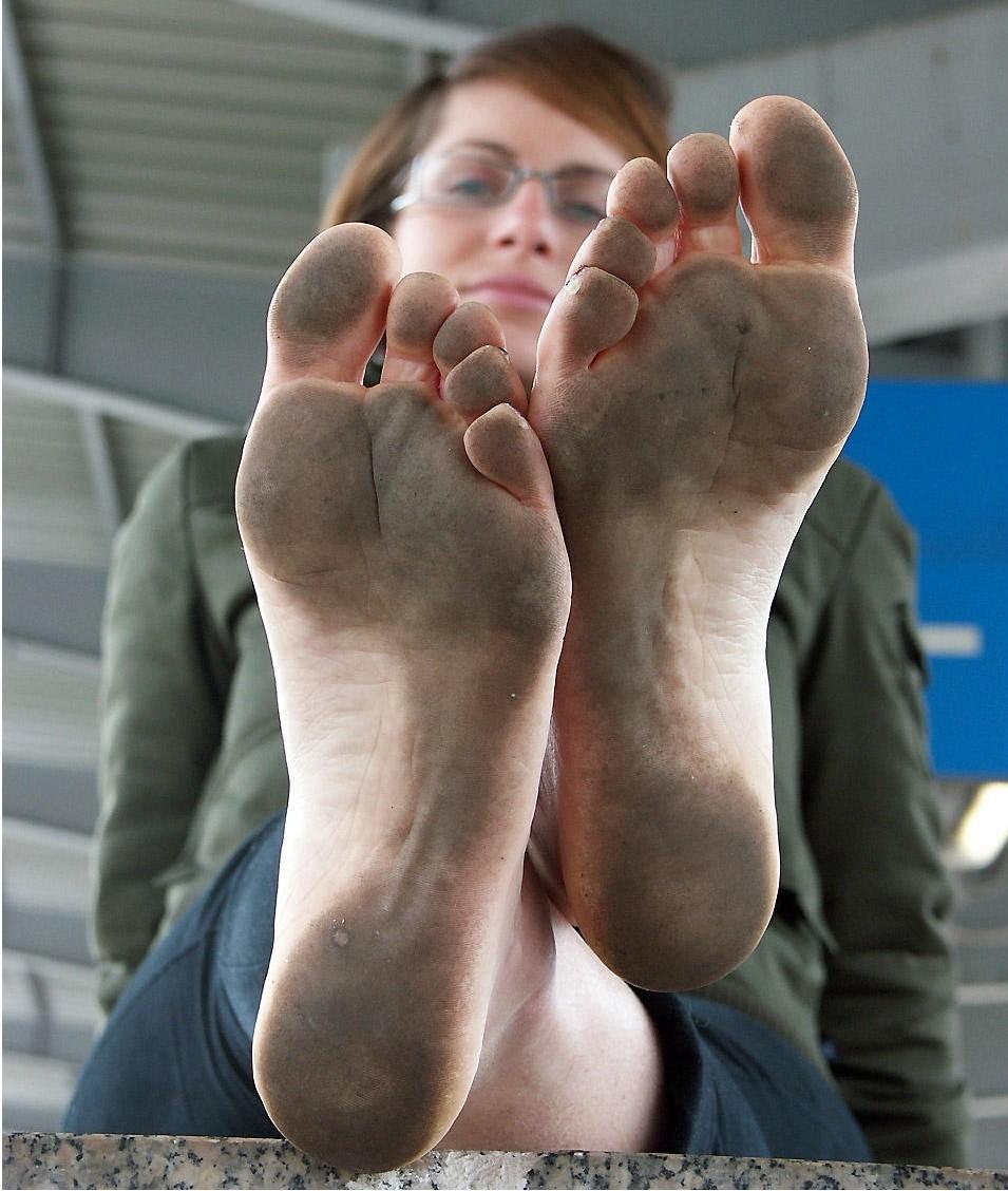 Nerdy Girl Feet Tickled