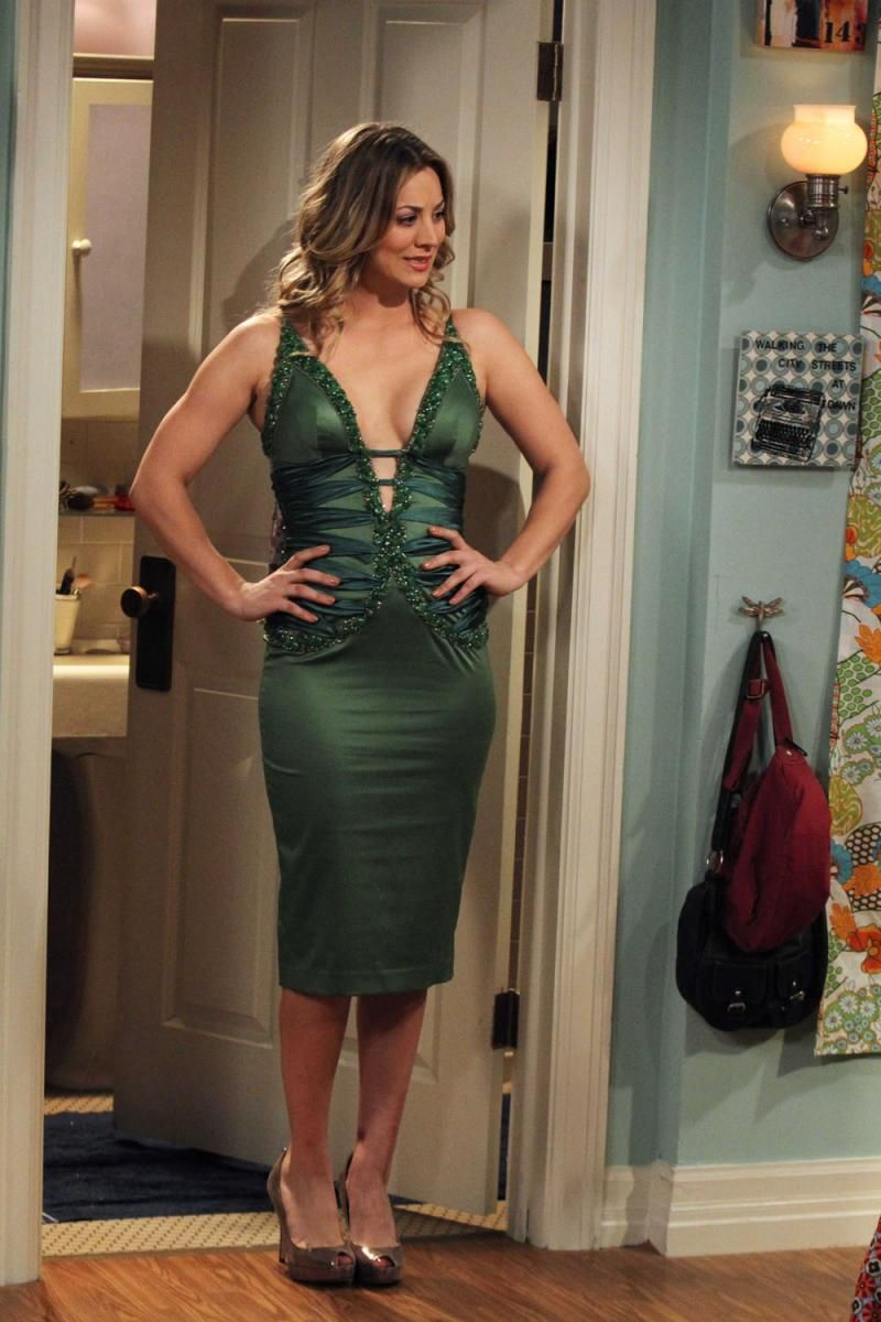 displaying images for melissa rauch cleavage big bang theory