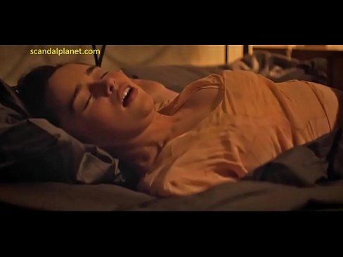 Clarke aznude emilia Emilia Clarke