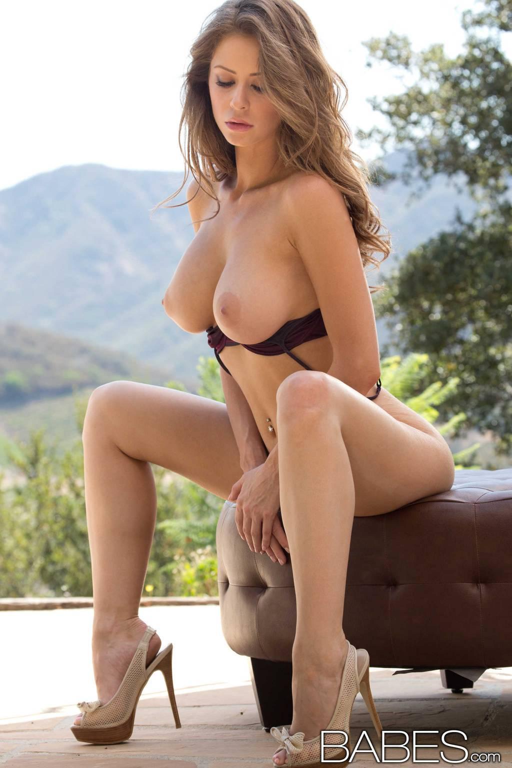Emily Addison  nackt