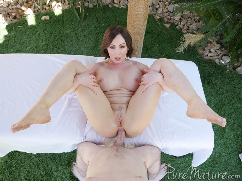 Perfect women nude ass