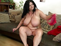 gorgeous big mature mom with perfect curvy body granny mature milf