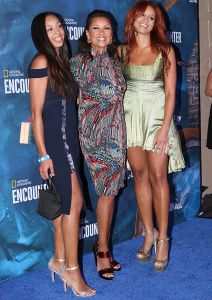 gorgeous vanessa williams steps out with her gorgeous daughters photos
