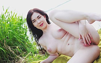 hd premium big tits girl is showing pussy outdoor