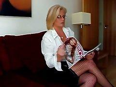 Blonde Milf reitet Dildo