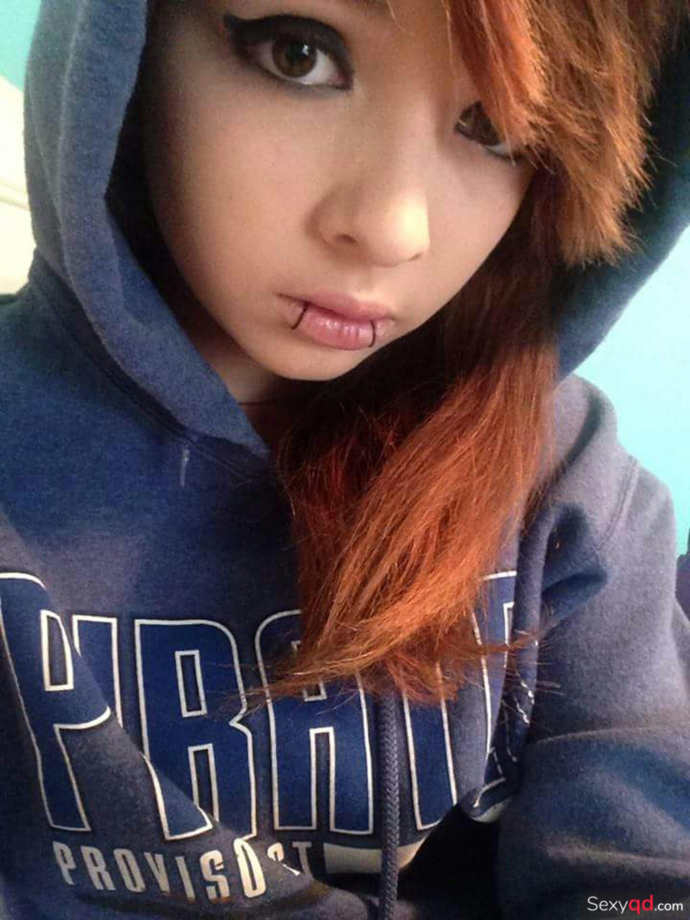Emo girl nackt selfie