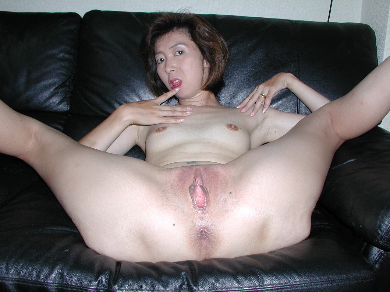 japanese  amateur mom pussy