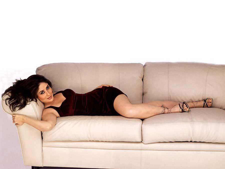 kareena kapoor on sofa hot photos