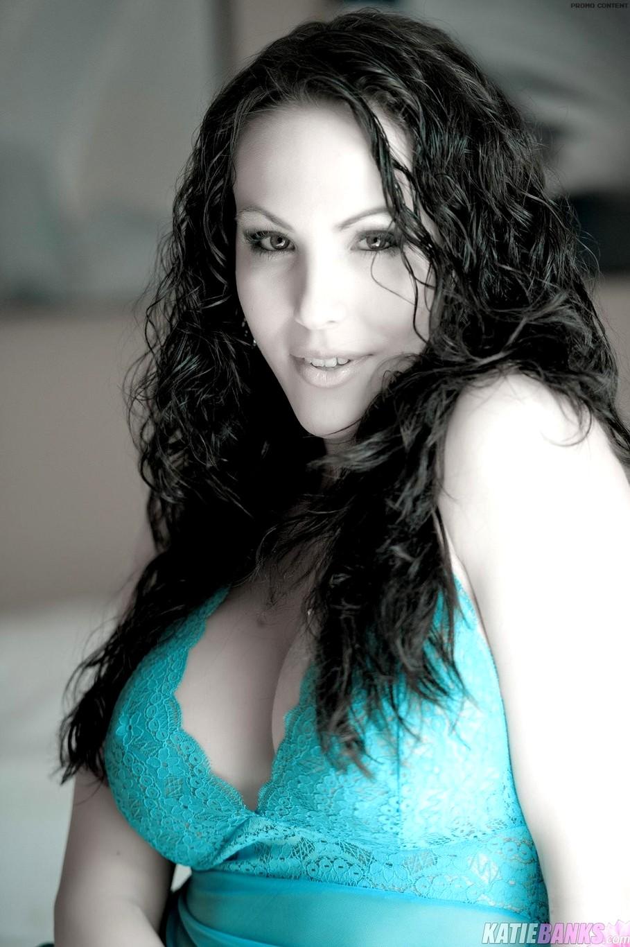 katiebanks model big tits hotties scandal jpg 1