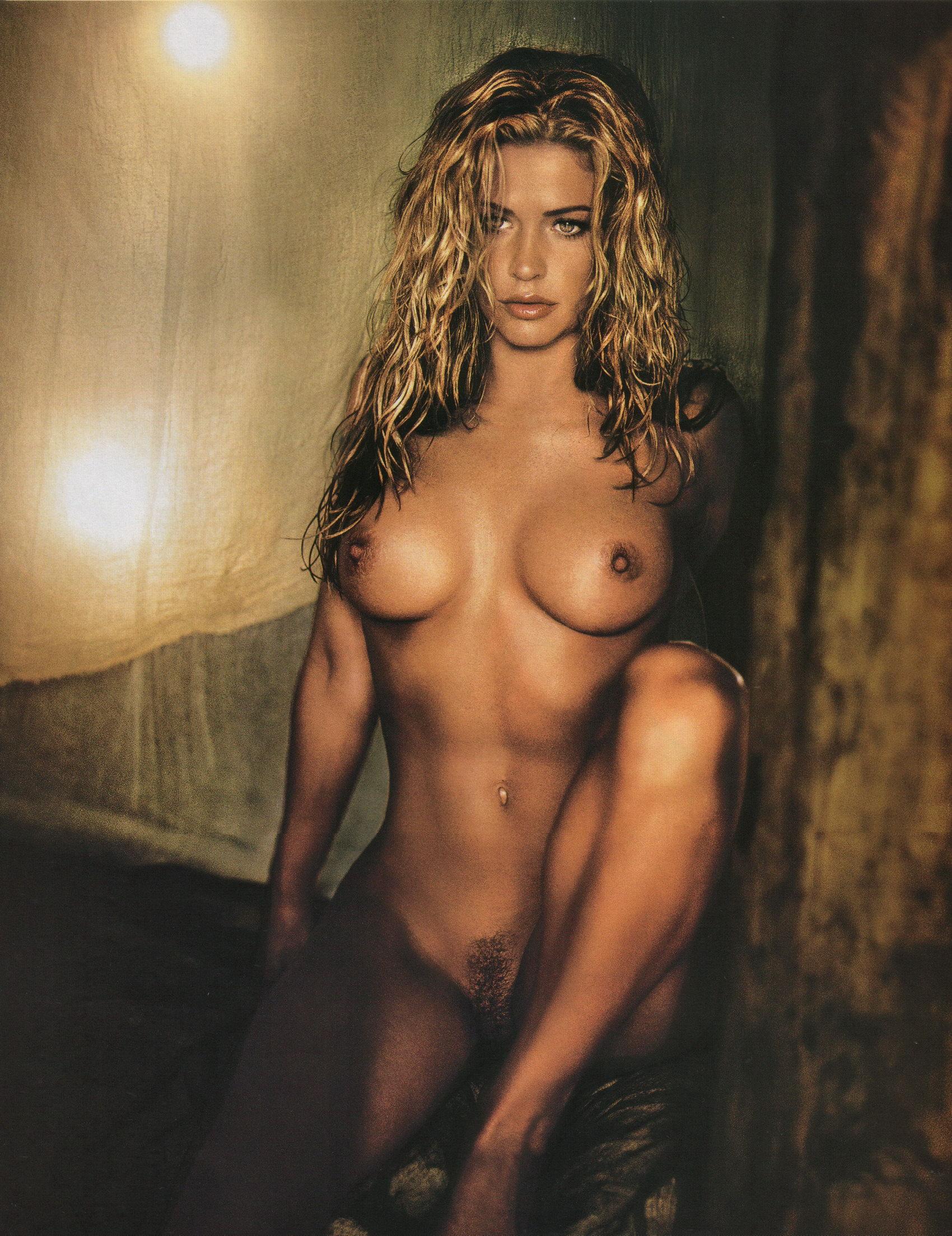 Jillian nackt Swanson Tricia Helfer