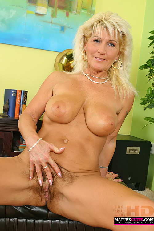 mature mom big boobs mature mom with big tits and hairy this mature mom