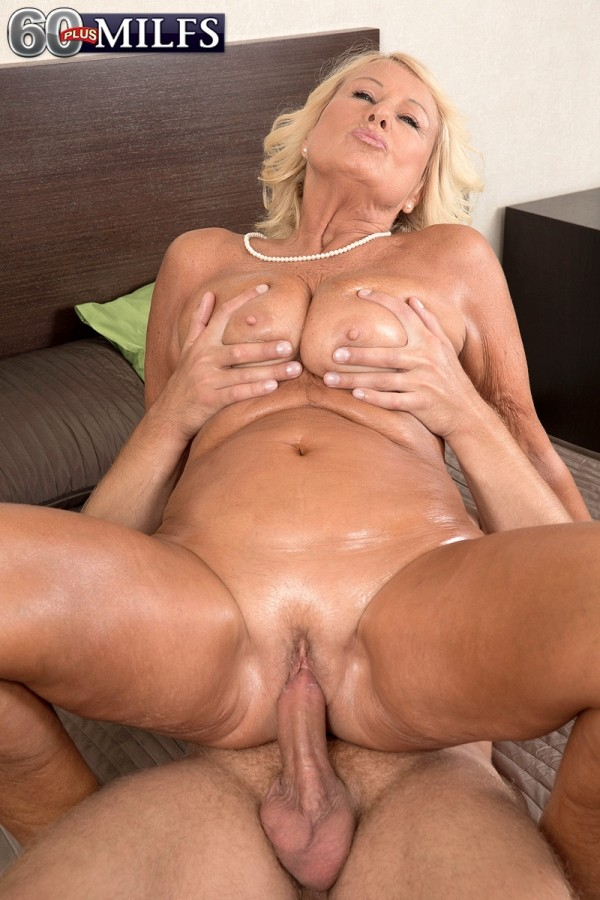Cum in mature pussy and ass