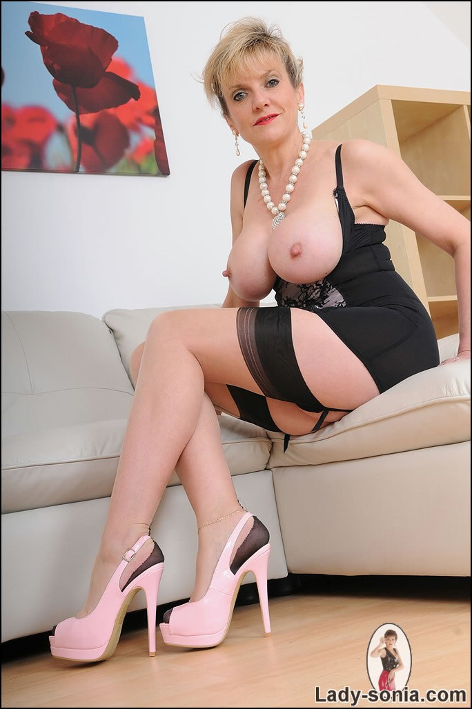 Mature Girl Solo Showing Feet