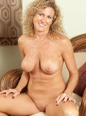 Sexy big booty white women naked