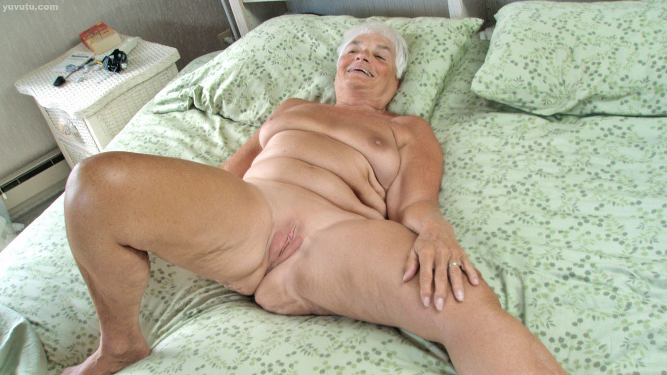 Fit older nude model janet darling fingers her horny granny pussy
