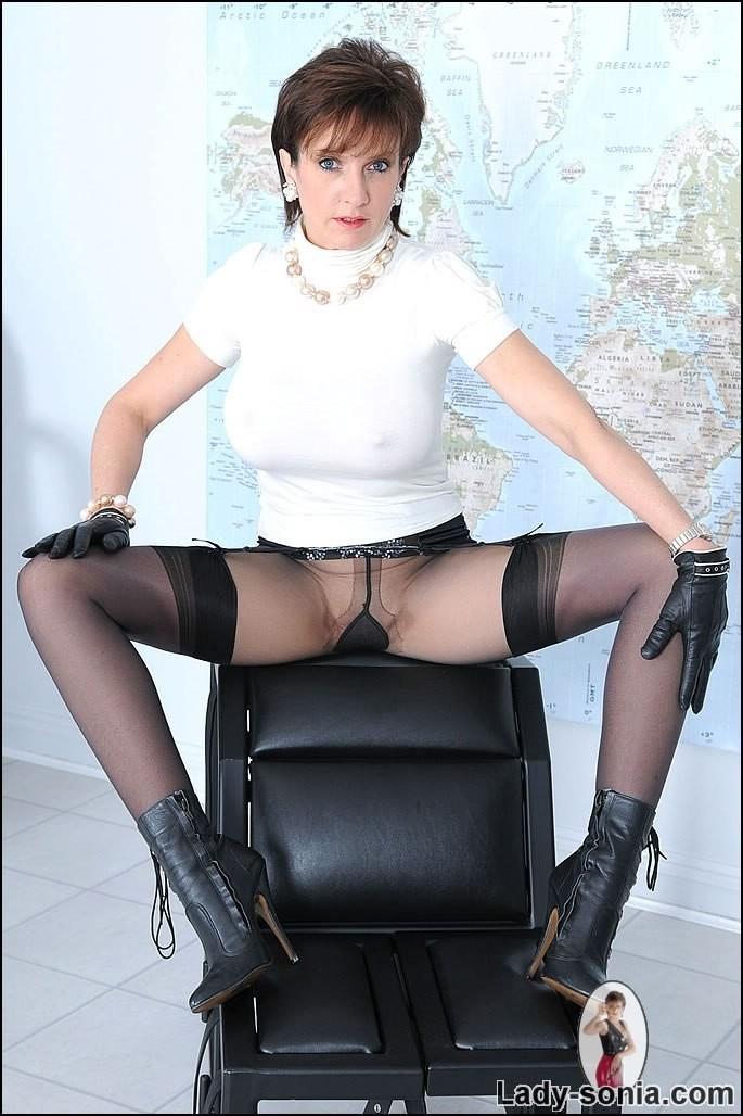 Hot ass lesbian sex