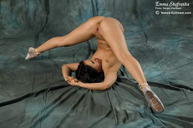 Full nude dance