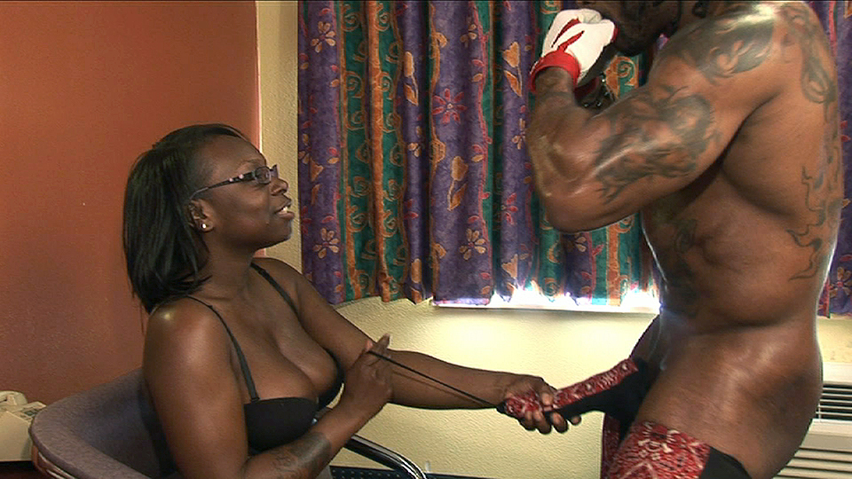 Ebony Hood Sucking Thot