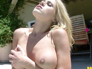 randy moore plays with her huge pussy lips and a perfect ass