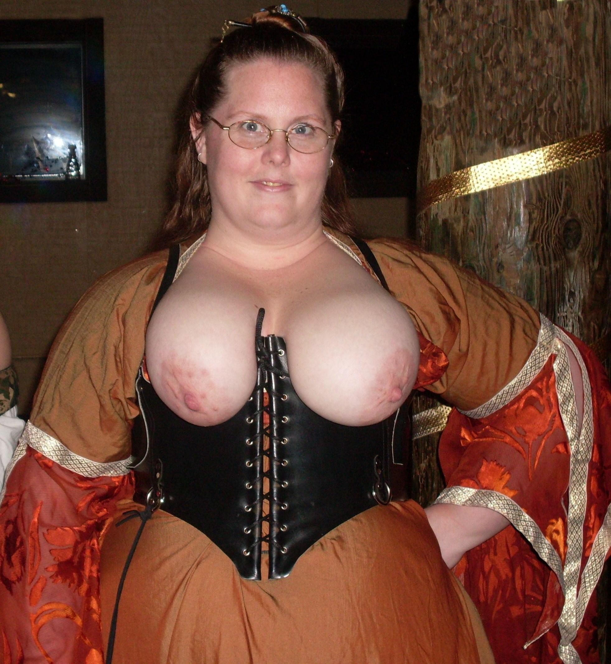 renaissance festival cleavage some others too 2