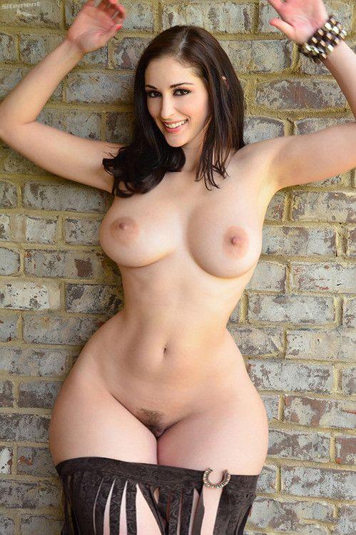 Nackt girls sexy busty Hot Babes