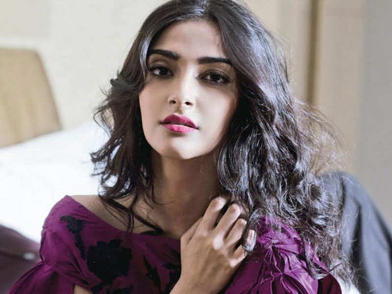 sonam kapoor says priyanka chopra is a better actress than deepika