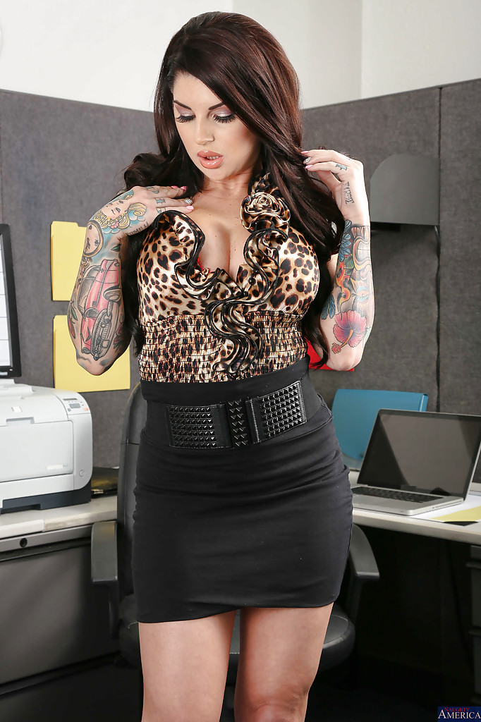 tattooed secretary darling danika reveals her big tits in office
