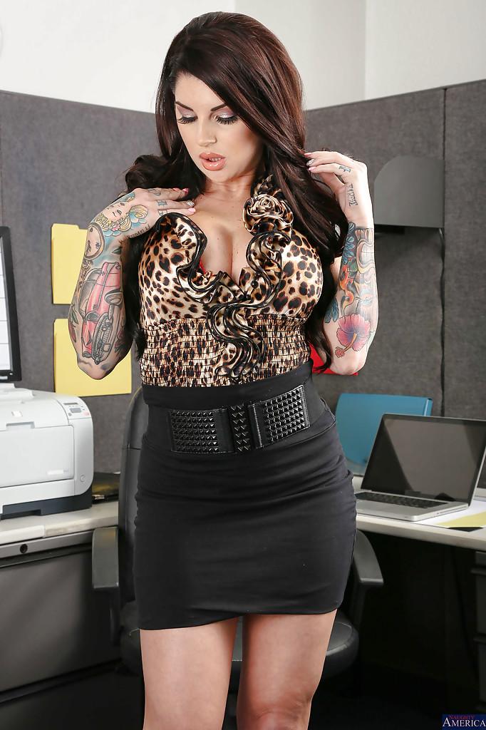 tattooed secretary darling danika reveals her big tits in office