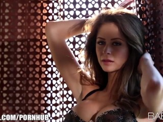 the beautiful vixen emily addison fingers herself to an amazing