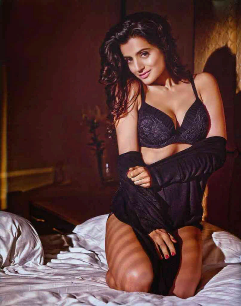 Amisha Patel Hot Boobs Pics nude images of amisha patel - megapornx