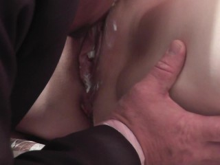 Weiße Creme Squirting Pussy Woman Squirts