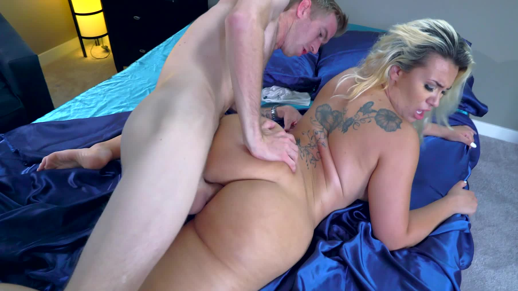 xxxl tits a big ass blonde with tattoos on her back is getting fucked